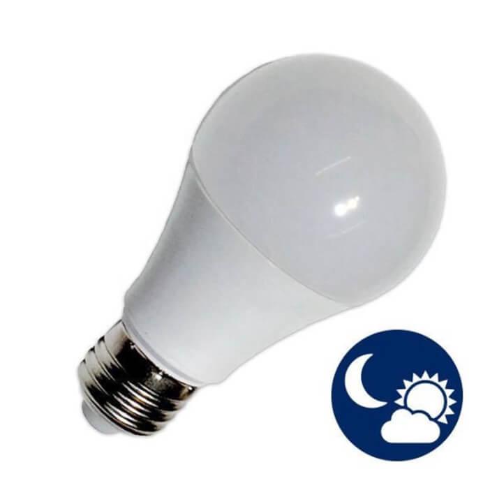Bombilla LED con sensor de 7W E27 650 lúmenes